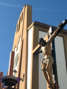 El Cristo de la Sangre mira hacia la izquierda.