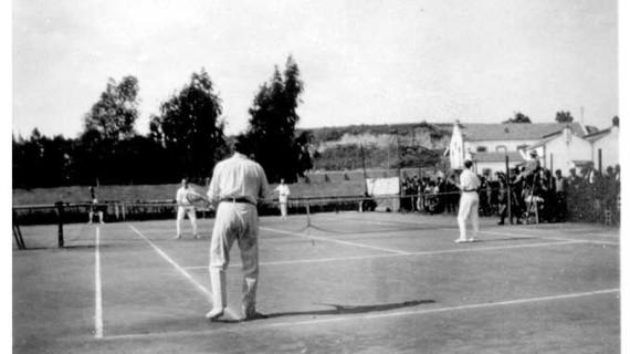 Pista de Tenis en los aledaños del Velódromo en los años veinte del siglo XX