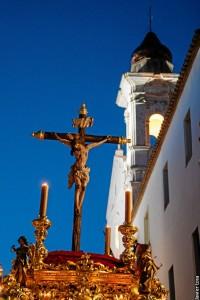 La imagen del Cristo de la Buena Muerte, saliendo de su templo1