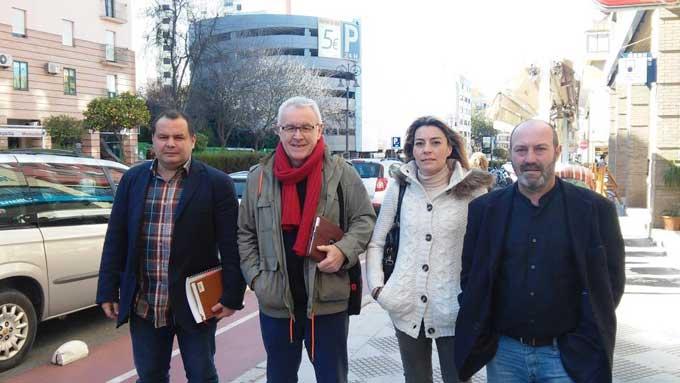 Cayo Lara visita Huelva en la campaña de las andaluzas