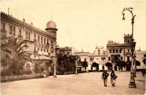 La plaza de las Monjas con el hotel París al fondo.