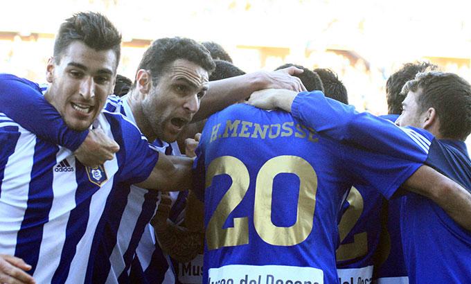 Ganar, el reto de los jugadores del Recre ante la Ponferradina. / Foto: Josele Ruiz.