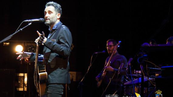 Más de 400 personas acuden a la actuación del cantautor Jorge Drexler en Almonte