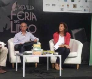 Francisco y Herminia, en un acto de presentación del libro.