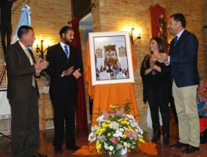 Esteban muestra el cartel que ha realizado para anunciar la romería este 2015.
