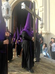 Cruz de guía de la Hermandad del Descendimiento.