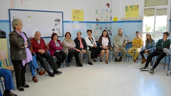 Los mayores de Punta Umbría trasladan el valor de la experiencia profesional a los alumnos de secundaria