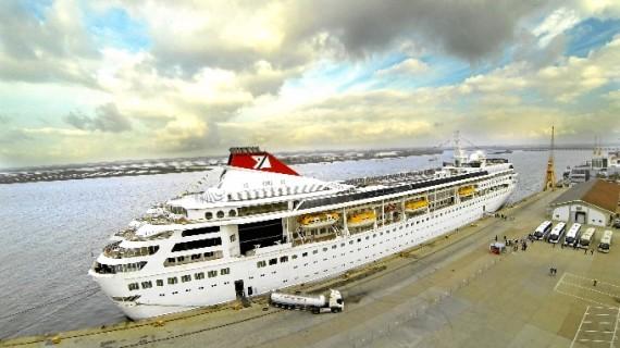 El buque de cruceros Rotterdam hace escala en Huelva con 1.900 pasajeros a bordo