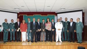 Autoridades y condecorados en el acto de celebración del 171 aniversario de la Guardia Civil.