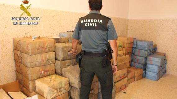 La Guardia Civil interviene dos alijos en la costa con más de tres toneladas de hachís