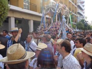 Los onubenses despiden a la Hermandad de Huelva.