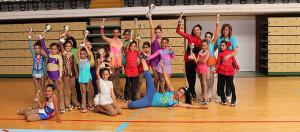 Representantes del Danzapatín Huelva con sus trofeos.
