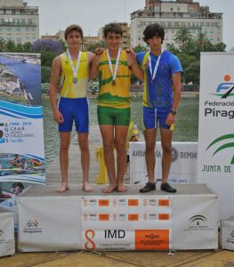 Ramiro Guinea, en lo más alto del podio en el K1 cadete 200 metros.