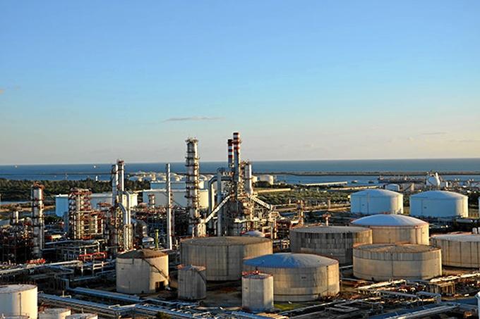 Se han llevado a cabo varias paradas programadas para el mantenimiento de distintas unidades de la refinería de La Rábida.