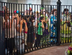 Los romeros se agolpan para ver a la Virgen. / Foto: J. Norte.