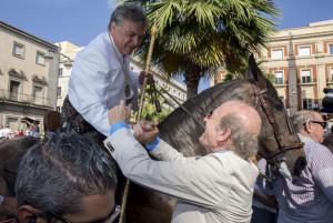 Rodríguez saluda a  Francisco Millán.