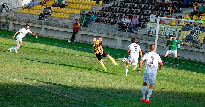 Iván Aguilar fue el jugador local que estuvo más cerca del gol. / Foto: @SanRoqueLepe.
