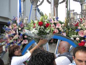Ofrenda floral en la Delegación del Gobierno.