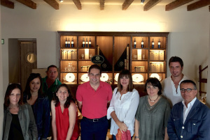 Miembros del Patronato de Turismo con los visitantes.