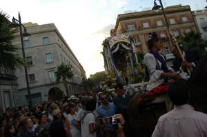 Las hermandades de Emigrantes y Huelva regresan de El Rocío.