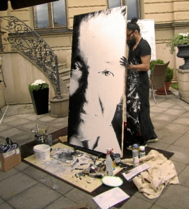 Fornieles pintó en directo a Karel Gott. / Foto: Zofie Angelic.