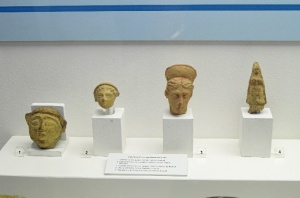 La primera figura de la derecha es la cabeza de Heracles , posible evidencia de la presencia del templo de Hércules en Isla Saltés. /Foto: Fran Rueda.