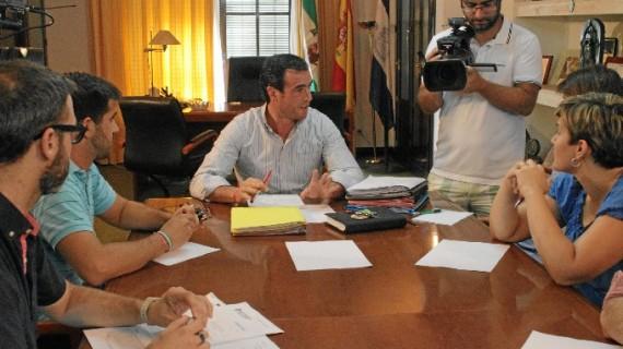 Los portavoces de los grupos políticos de Bollullos mantienen una primera ronda de contactos