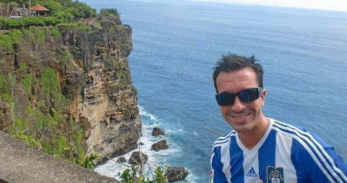 "Desde Huelva hasta Indonesia, un viaje de la mano del ""teleco"" onubense Javier Jaramillo"