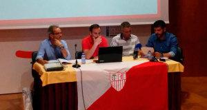 Un momento de la asamblea de socios de La Palma CF.