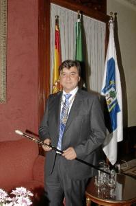 Gabriel Cruz con el bastón de mando.
