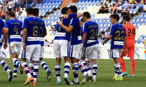 Los jugadores del Recre celebran el segundo gol anotado por Jesús Vázquez. / Foto: Josele Ruiz.