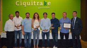 Los premiados por la revista Recremanía, junto a los representantes de las firmas comerciales que patrocinan los galardones.