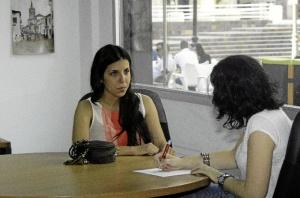 En la redacción de Huelva Buenas Noticias./Foto: Fran Rueda.