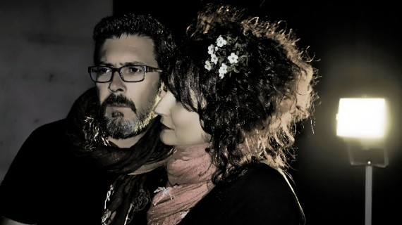 Los autores Mar Domínguez y José Ángel Garrido presentan su poemario 'Dame mi alma y déjame en paz'