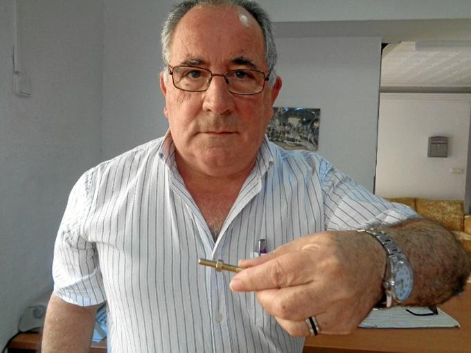 Juan también ha inventado un tornillo cuya rosca sale sola.