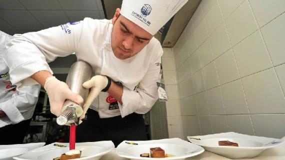 Un menú con productos de Huelva permite al chef Rafael Lora acceder a la semifinal del concurso del Mejor Cocinero del Año