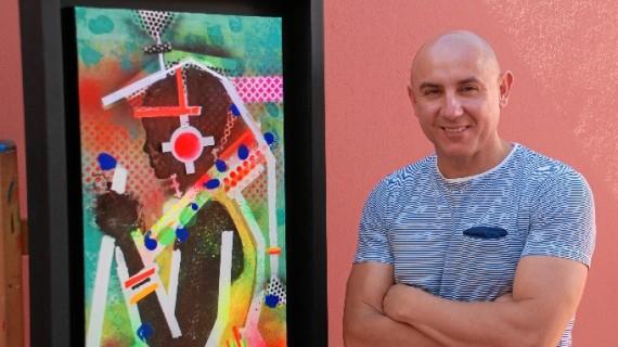 El moguereño Miguel Rodríguez, artista colaborador de 'La Maestranza', expone la muestra 'Black' en Moguer