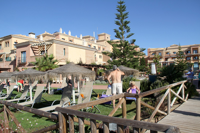 Uno de los hoteles de la costa onubense.