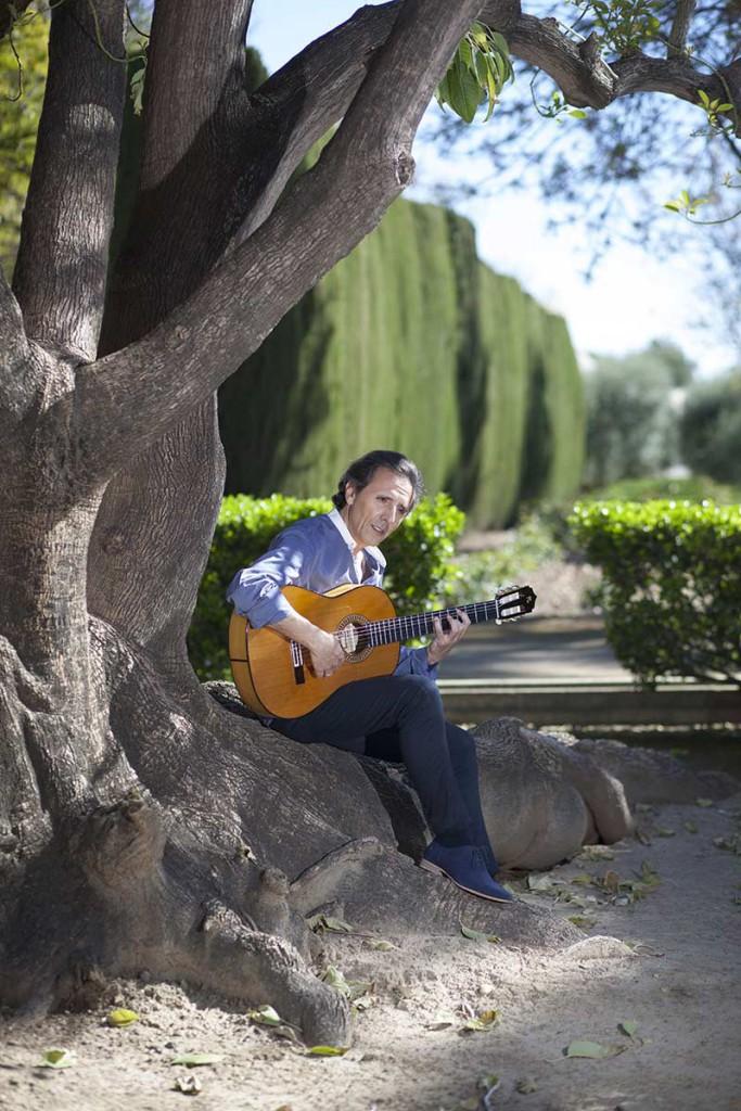 Romero ha pretendido hacer un álbum flamenco, lejos de fusiones con otras músicas.