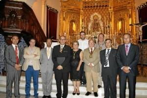 La Alcaldesa y el Primer Teniente de Alcalde y el resto de ediles junto al Exaltador y el Hermano Mayor de la Hermandad entre otros.