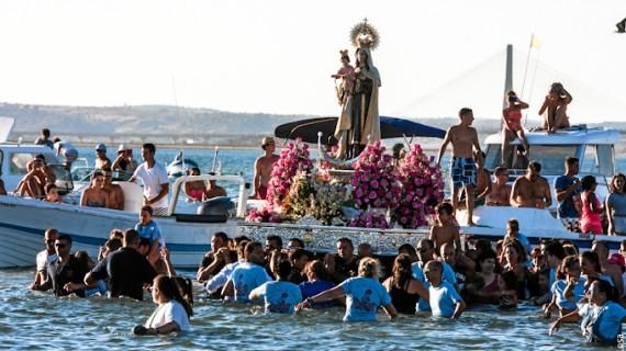 La barriada de Canela de Ayamonte recibió con emoción a la Virgen del Carmen