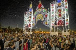 Numeroso público estuvo presente en la inauguración de las fiestas.