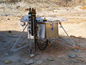 Perforadora y su acoplamiento con SOLID sobre una maqueta del módulo de aterrizaje de la sonda Phoenix. / Foto: CAB/NASA-Ames.