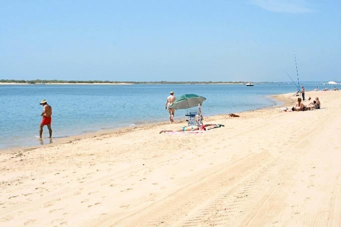 Se ha reforzado la oferta lúdica y de ocio, con la presencia de escuelas de vela, buceo, kitesurf y padel-surf.