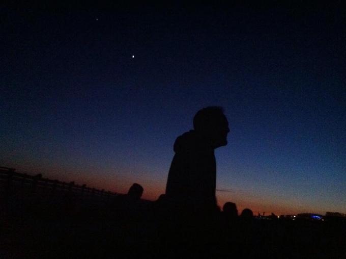 El objetivo es mirar al cielo y aprender algunos conceptos de astronomía.