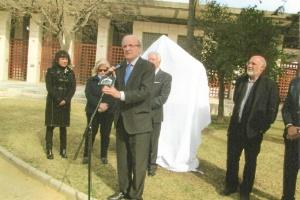 Don Pedro Rodríguez, toma la palabra. A su espalda, Elena Tobal, descendiente de Juan Ramón Jiménez, M. García Palacios (casi oculto) y Antonio Ramírez Almansa.