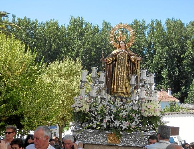 La devoción se desborda hacia la Virgen del Carmen embarazada de Galaroza