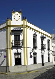 Trigueros. Fachada del casino. / Foto de Azoteas