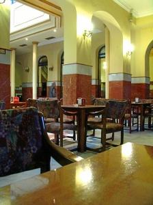 Trigueros. Salón lateral del Casino. / Foto de Azoteas.