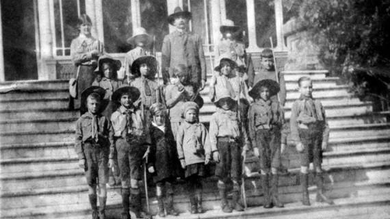 Boy Scouts en la Casa Colón, años 20 del siglo XX